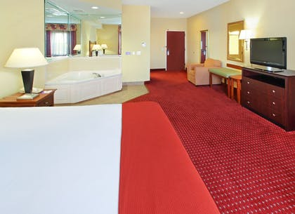 Guestroom | Holiday Inn Express And Suites North Little Rock