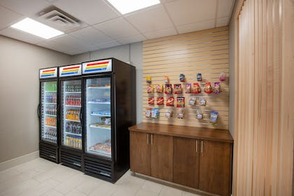 Snack Bar | Holiday Inn Express Hotel & Suites Columbus