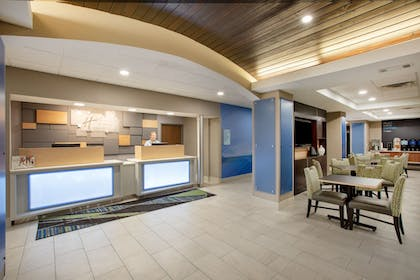Lobby | Holiday Inn Express Hotel & Suites Columbus