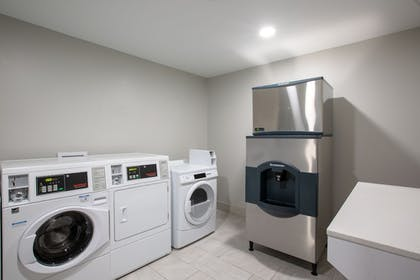 Laundry Room | Holiday Inn Express Hotel & Suites Columbus