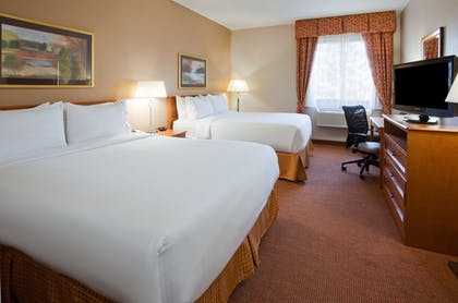 Guestroom | Holiday Inn Express & Suites Worthington
