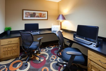 Business Center | Holiday Inn Express & Suites Worthington