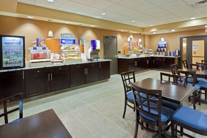 Restaurant | Holiday Inn Express Hotel & Suites Ashtabula-Geneva