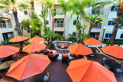 Outdoor Dining | HYATT house San Diego/Sorrento Mesa