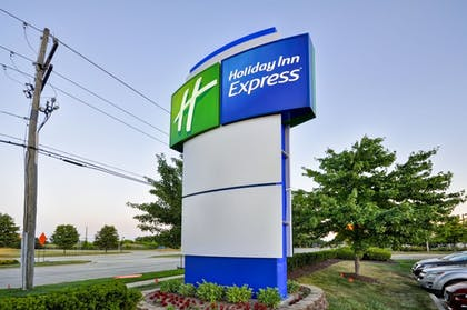 Exterior | Holiday Inn Express Romulus / Detroit Airport