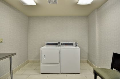 Laundry Room | Holiday Inn Express Romulus / Detroit Airport