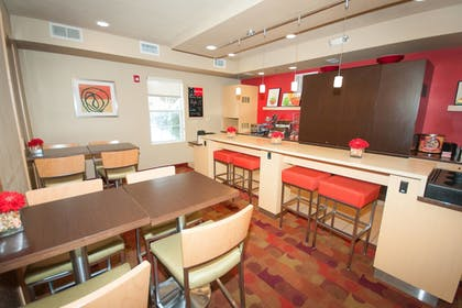 Restaurant | TownePlace Suites by Marriott Gahanna