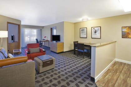 Guestroom | TownePlace Suites Marriott Minneapolis St Paul AirportEagan