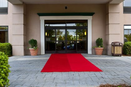Hotel Entrance | Wingate by Wyndham Charlotte Airport South/ I-77 Tyvola Road