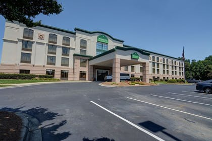 Parking | Wingate by Wyndham Charlotte Airport South/ I-77 Tyvola Road