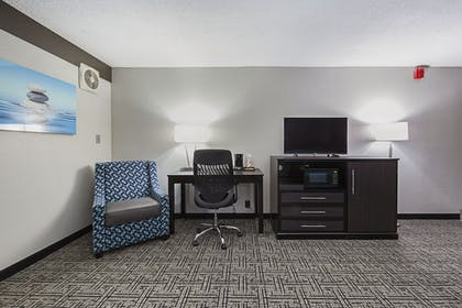 Living Room | Clarion Inn & Suites Near Downtown