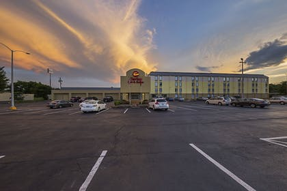 Parking | Clarion Inn & Suites Near Downtown