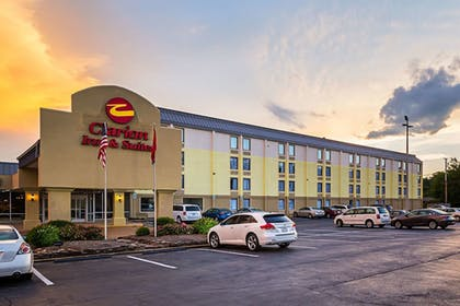 Featured Image | Clarion Inn & Suites Near Downtown