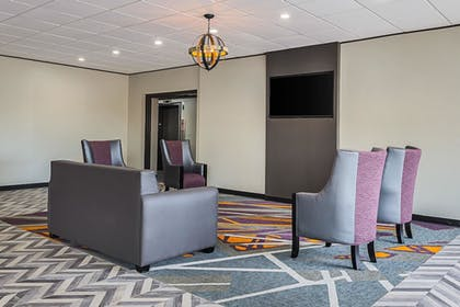 Lobby | Clarion Inn & Suites Near Downtown