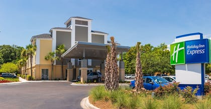 Featured Image | Holiday Inn Express Charleston