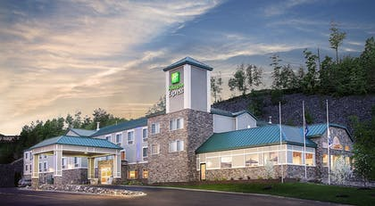 Featured Image | Holiday Inn Express Houghton-Keweenaw