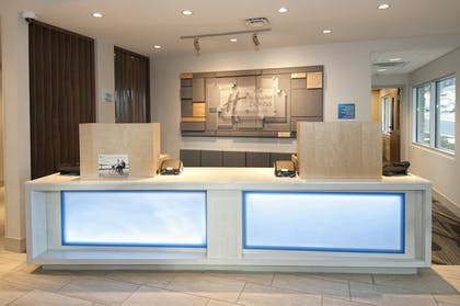 Lobby | Holiday Inn Express & Suites Johnstown