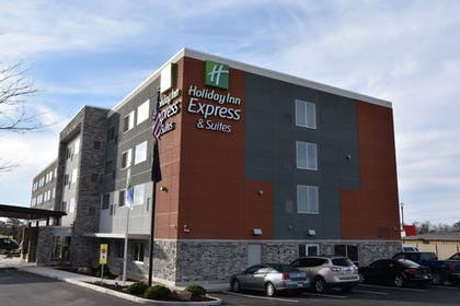 Exterior | Holiday Inn Express & Suites Johnstown