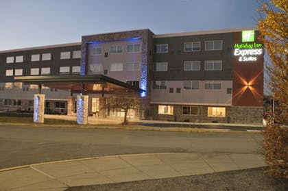 Hotel Front - Evening/Night | Holiday Inn Express & Suites Johnstown