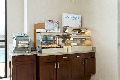 Restaurant | Holiday Inn Express Winchester South-Stephens City