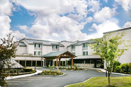 Hotel Front | Heritage Hotel, Golf, Spa & Conference Center, BW Premier Collection