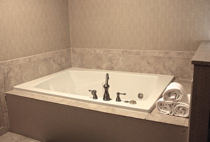 Jetted Tub | Best Western Plus York Hotel & Conference Center
