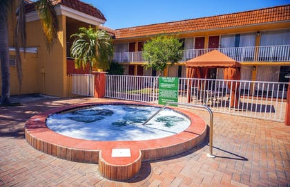 Outdoor Spa Tub | Quality Inn & Suites Conference Center