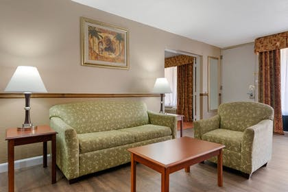 Room | Quality Inn & Suites Conference Center
