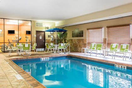 Pool | Comfort Inn & Suites Kansas City - Northeast