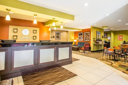 Reception | Comfort Inn & Suites Kansas City - Northeast