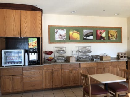 Breakfast Area | Best Inn & Suites