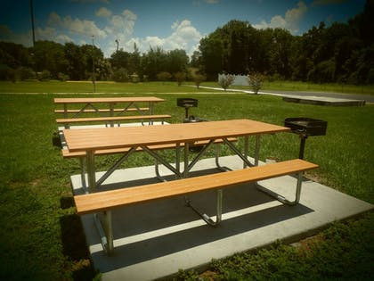 BBQ/Picnic Area | Days Inn by Wyndham Wildwood I-75
