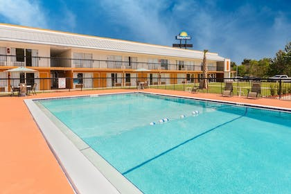 Outdoor Pool | Days Inn by Wyndham Wildwood I-75