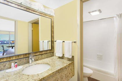 Bathroom | Days Inn by Wyndham Wildwood I-75