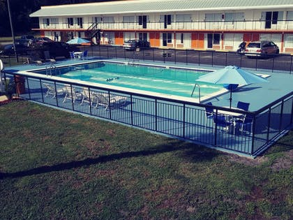 Pool | Days Inn by Wyndham Wildwood I-75