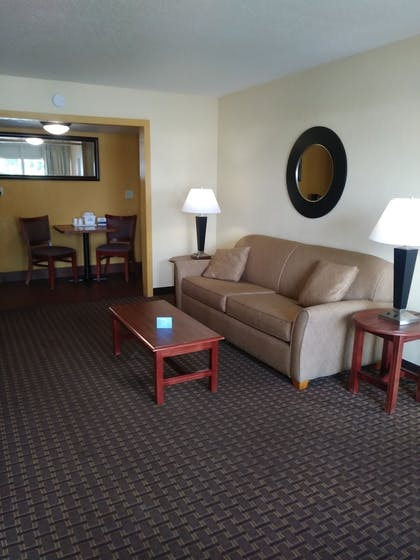 Guestroom | Days Inn by Wyndham Wildwood I-75