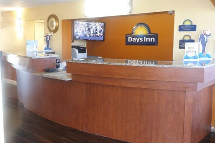 Reception | Days Inn by Wyndham Wildwood I-75