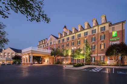 Exterior | Holiday Inn Express State College at Williamsburg Square