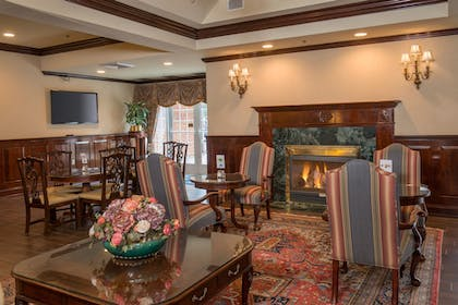 Lobby | Holiday Inn Express State College at Williamsburg Square