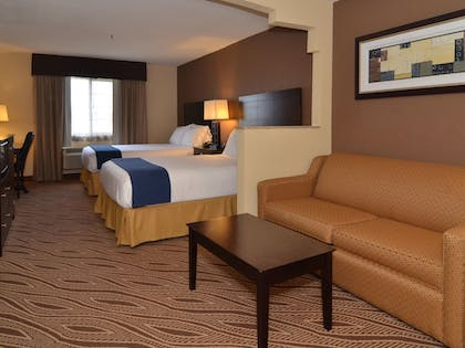 Living Area | Holiday Inn Express Hotel & Suites San Antonio-Airport North