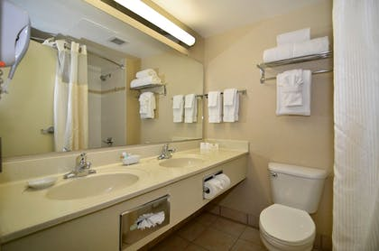 Bathroom | Best Western Plus Seattle/Federal Way