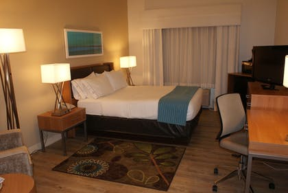 Guestroom | Holiday Inn Express Pittsburgh North