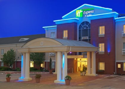 Exterior | Holiday Inn Express Hotel & Suites Livingston