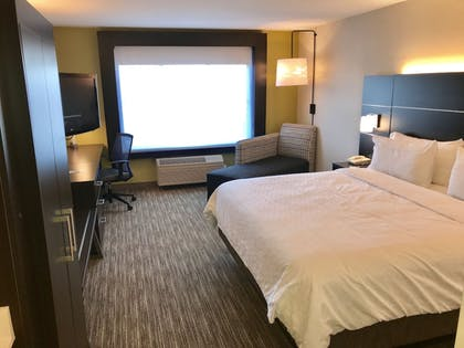 Guestroom | Holiday Inn Express Hotel & Suites Tracy