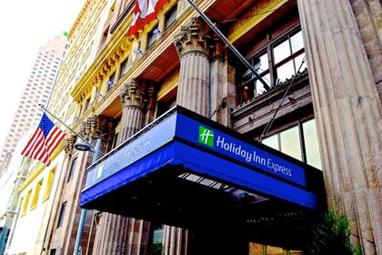 Featured Image | Holiday Inn Express Cleveland Downtown