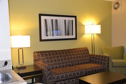 Guestroom | Holiday Inn Express & Suites Bloomington - Normal