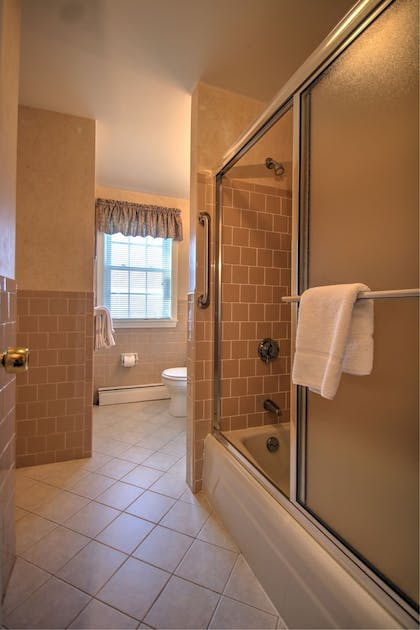 Bathroom | Colonial Acres Resort