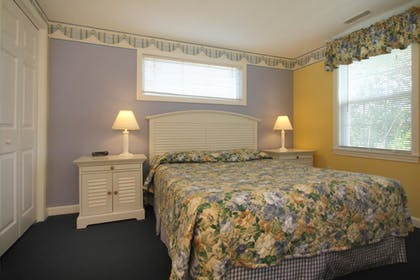 Guestroom | Colonial Acres Resort