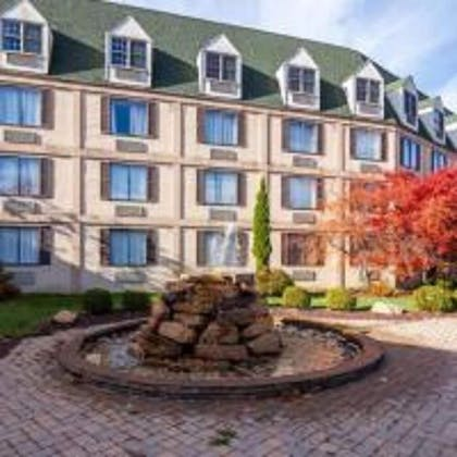 Courtyard View | Chateau Resort & Conference Center