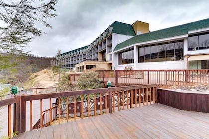 Property Grounds | Chateau Resort & Conference Center